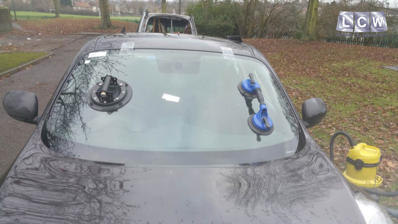 nissan juke front windscreen replacement