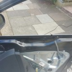 volkswagen tiguan door glass before replacement 2